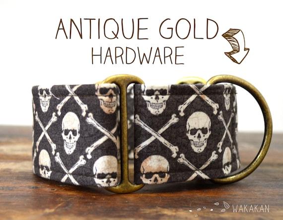 Martingale dog collar model I'm a Pirate. Adjustable and handmade with 100% cotton fabric. Skulls, pirate flag, bone cross.. Wakakan