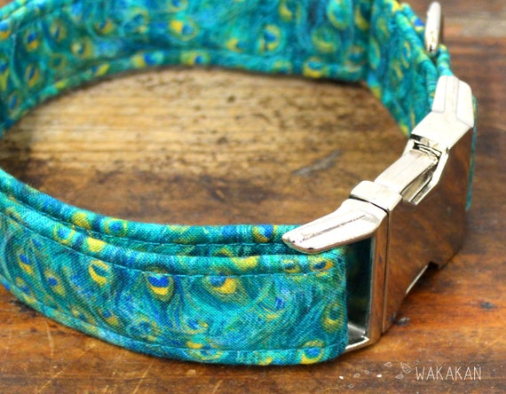 Peacock dog collar adjustable. Handmade with 100% cotton fabric. Turquoise and blue feathers. Wakakan
