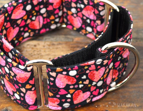 Martingale dog collar model Be my Love. Adjustable and handmade with 100% cotton fabric. Valentine's Day. Wakakan