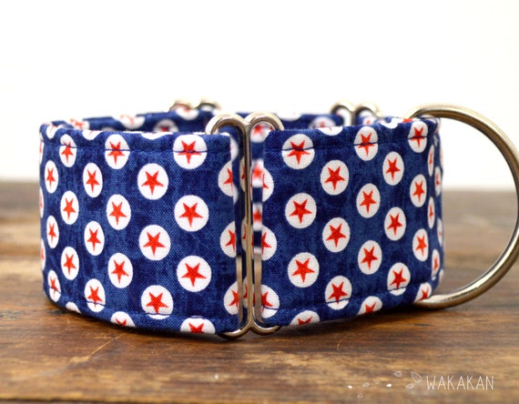 Martingale dog collar model American Dog Blue. Adjustable and handmade with 100% cotton fabric. Red stars in blue bg. Wakakan