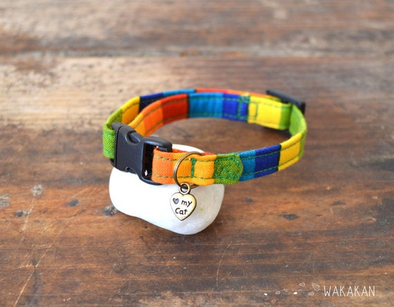 Cat collar Funky . Very soft. Made with 100% cotton fabric with a breakaway buckle. Wakakan