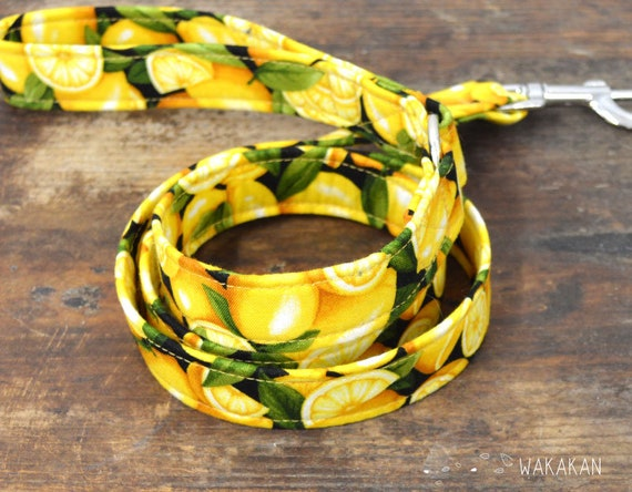 Leash for dog Lemons. Handmade with 100% cotton fabric and webbing. Two width available. Wakakan