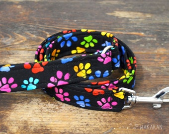 Leash for dog model Paws. Handmade with 100% cotton fabric and webbing. Two lengths available. Wakakan