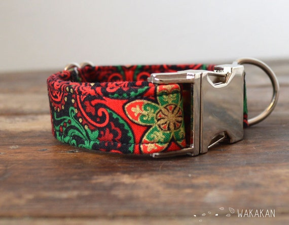 Elf dog collar adjustable. Handmade with 100% cotton fabric. Red, green and golden tones. Xmas season. Elegant and chic. Wakakan