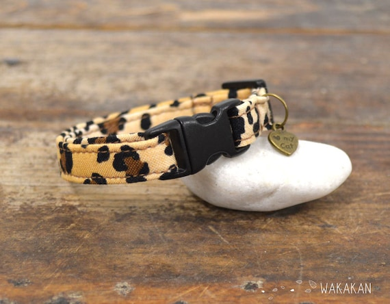 Cat collar Leopard. Very soft. Made with 100% cotton fabric with a safety breakaway buckle. Wakakan