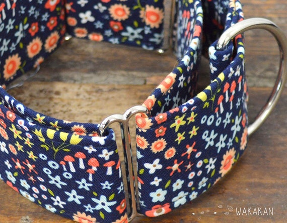 Martingale dog collar model Into the Forest. Adjustable and handmade with 100% cotton fabric. flowers and mushrooms. Wakakan