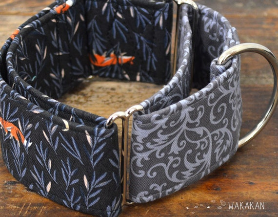 Martingale dog collar model Norwegian . Adjustable and handmade with 100% cotton fabric. Foxes and leaves on grey background. Wakakan
