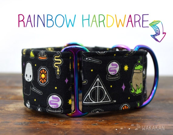 Martingale dog collar model You Know Who. Adjustable and handmade with 100% cotton fabric. HP, cauldron, deathly hallows Wakakan