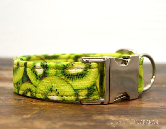 Kiwi dog collar adjustable. Handmade with 100% cotton fabric. Kiwi fruit, summer greeny style. Wakakan