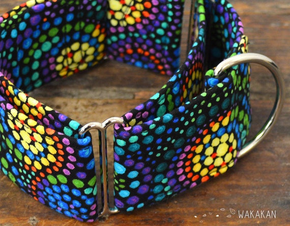 Martingale dog collar model Cornucopia . Adjustable and handmade with 100% cotton fabric. Rainbow circles. Wakakan