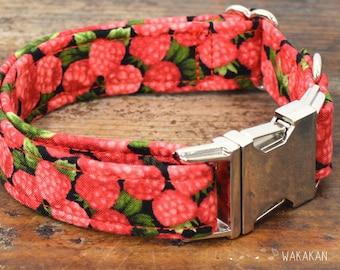 Raspberries dog collar. Adjustable and handmade with 100% cotton fabric. Fruity Wakakan