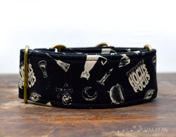 Martingale dog collar model Witchy Vibes. Adjustable and handmade with 100% cotton fabric. Witch, cauldron, hocus pocus, magic. Wakakan