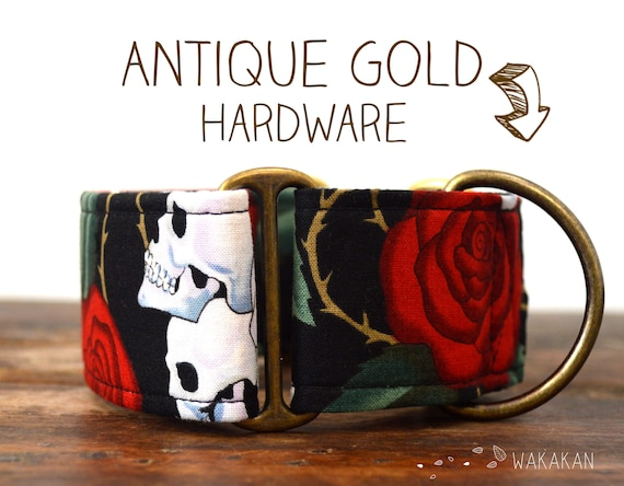 Martingale dog collar model Old Skull. Adjustable and handmade with 100% cotton fabric. Classic tattoo roses. Wakakan