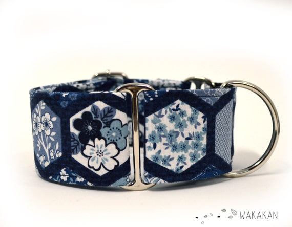 Martingale dog collar Japanese Vibes. Adjustable and handmade with 100% cotton fabric. Tiles blue flowers, cherry blossons sakura. Wakakan