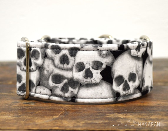 Martingale Catacombs dog collar adjustable. Handmade with 100% cotton fabric. Glow in the dark. Skulls Wakakan