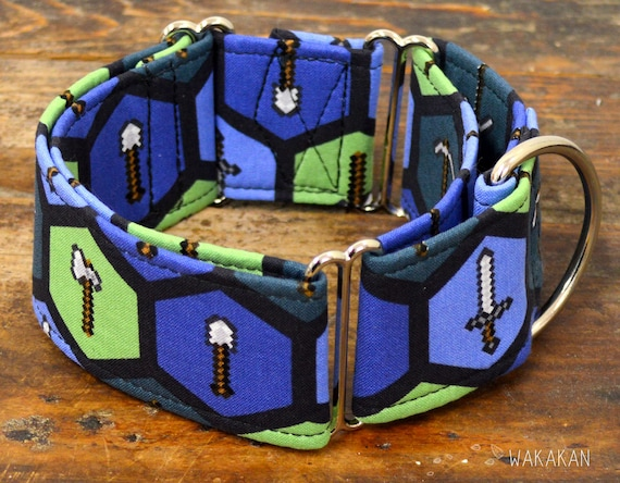 Martingale dog collar model Weapons. Adjustable and handmade with 100% cotton fabric. Axe, sword, bow, gamer. Wakakan