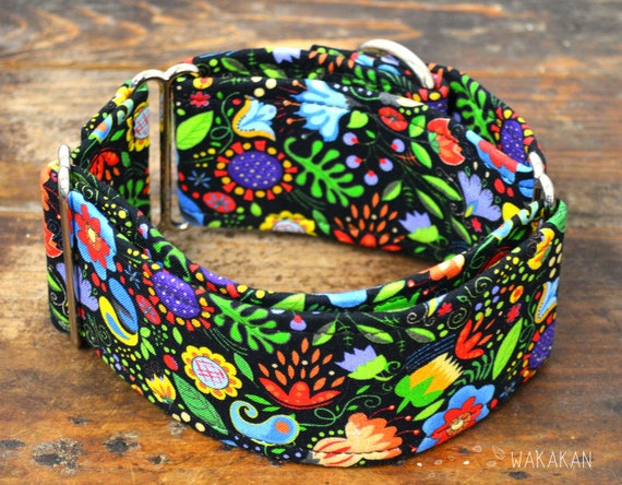 Martingale dog collar model Rainforest . Adjustable and handmade with 100% cotton fabric. Flowers and plants Wakakan