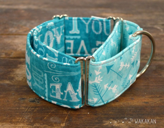 Martingale dog collar model Blue Love. Adjustable and handmade with 100% cotton fabric. Valentine's Day love letters and arrows Wakakan