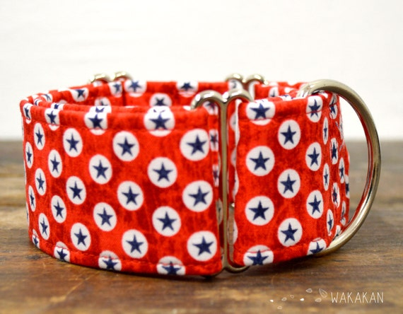 Martingale dog collar model American Dog. Adjustable and handmade with 100% cotton fabric. Blue stars in red. Wakakan