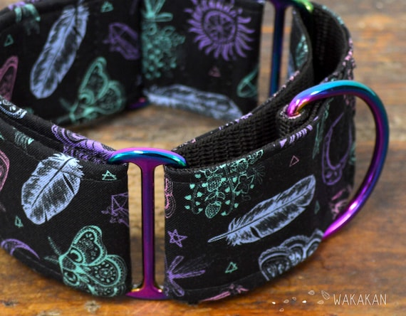 Martingale dog collar model Witchcraft Colors. Adjustable and handmade with 100% cotton fabric. Moth, magic,moon, spell, witch. Wakakan