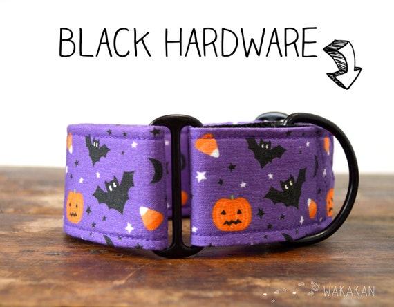 Martingale dog collar model Bats & Pumpkins. Adjustable and handmade with 100% cotton fabric. Halloween purple background. Wakakan