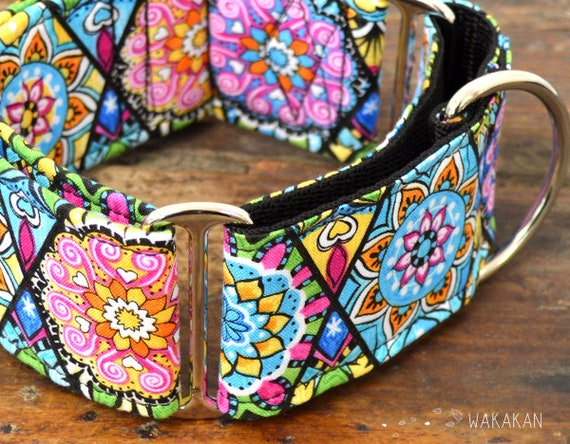 Martingale dog collar model Mandala. Adjustable and handmade with 100% cotton fabric. Colorful flowers. Wakakan