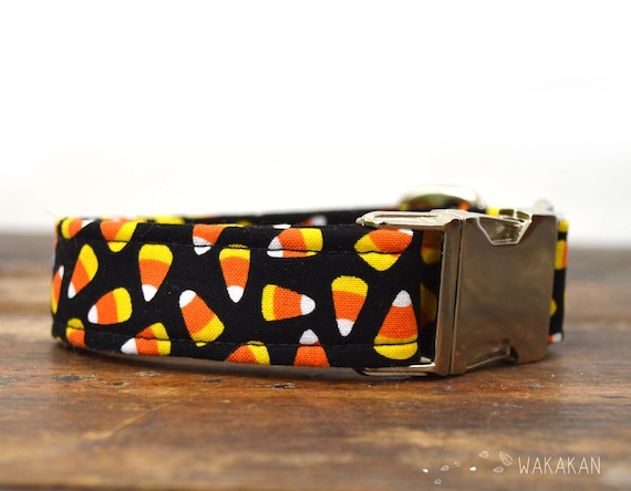 Candy Corn dog collar. Adjustable and handmade with 100% cotton fabric. Spooky seasson Wakakan