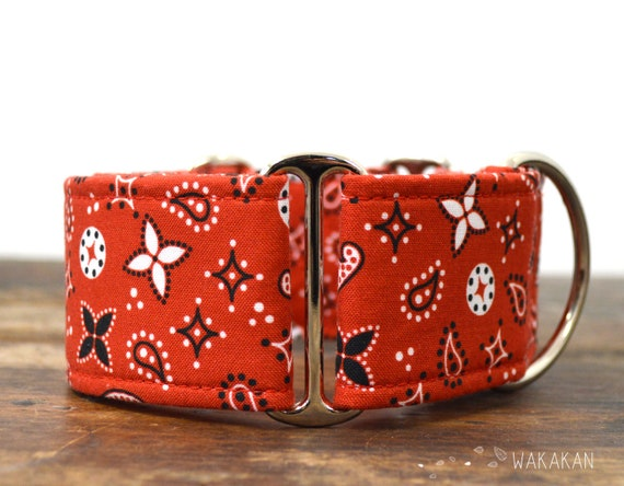 Martingale dog collar model Red Bandana. Adjustable and handmade with 100% cotton fabric. Red and black. Wakakan