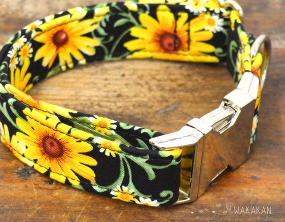 Hello Daisy dog collar adjustable. Handmade with 100% cotton fabric. Flower pattern, sun. Wakakan