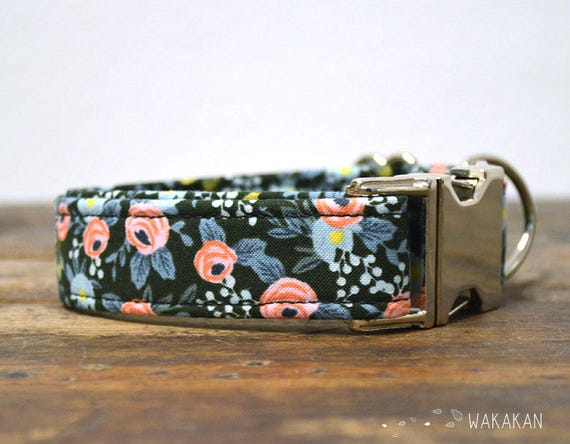 Enchanted  dog collar. Adjustable and handmade with 100% cotton fabric. Flowers in a dark green background. Wakakan