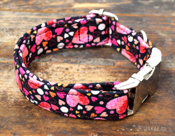 Be my Love dog collar adjustable. Handmade with 100% cotton fabric. Hearts, Valentines Day Wakakan