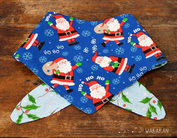 Tie-on reversible dog bandana model HoHoHo. Handmade with 100% cotton fabric. Santa, mistletoe . Wakakan