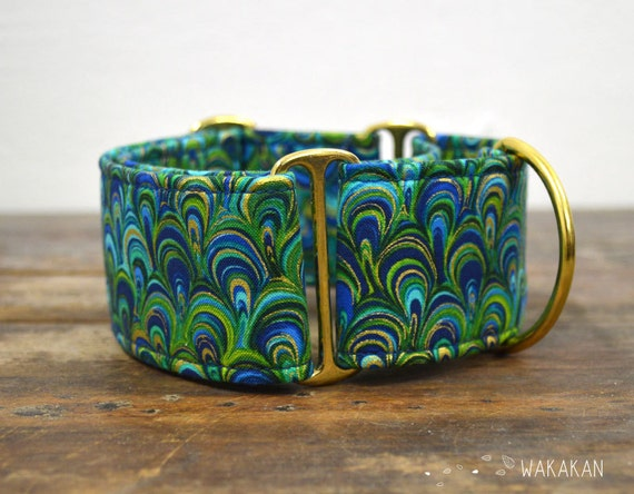 Martingale dog collar model Under the Sea. Adjustable and handmade with 100% cotton fabric. Feathers, metallic fabric. Wakakan