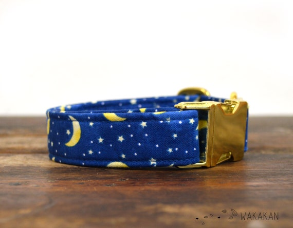 Nightfall dog collar adjustable. Handmade with 100% cotton fabric. Moon and stars in blue blackground. Wakakan