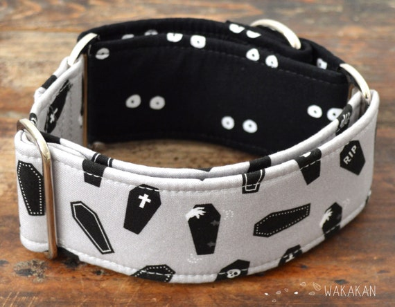 Martingale dog collar model Dead Inside. Adjustable and handmade with 100% cotton fabric. Coffin, vampire. Wakakan