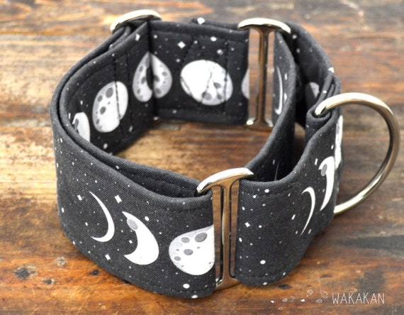 Martingale dog collar model Moon Phases. Adjustable and handmade with 100% cotton fabric. moon phases, darkside Wakakan