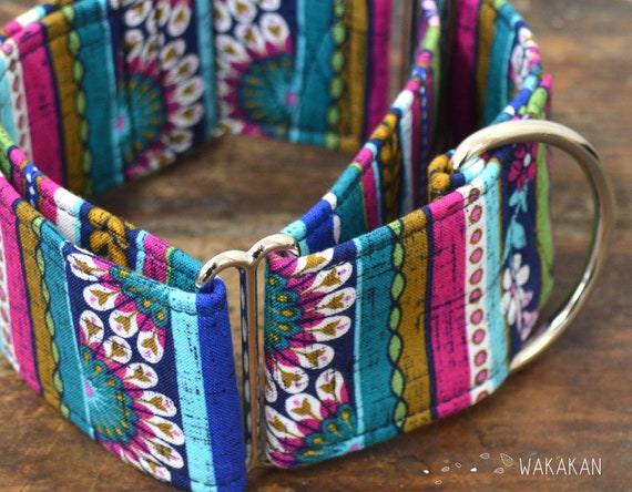 Martingale dog collar model Beautiful Garden Redux. Adjustable and handmade with 100% cotton fabric. Flowers and strippes. Wakakan