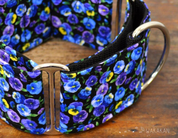 Martingale dog collar model Tiny Pansies. Adjustable and handmade with 100% cotton fabric. Spring flower field, pansies Wakakan