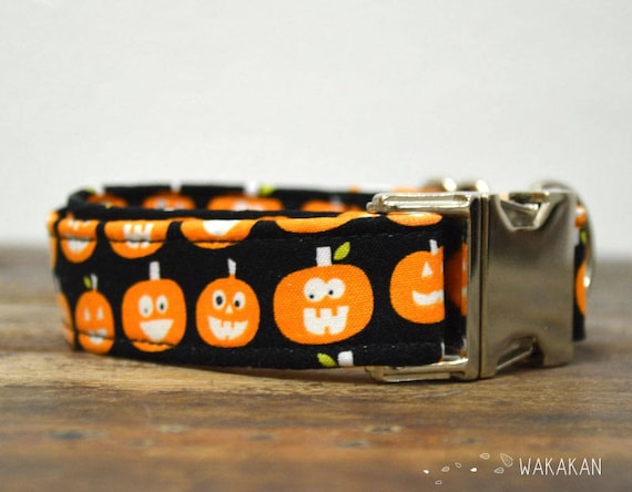 Trick or Treat dog collar. Adjustable and handmade with 100% cotton fabric. Pumpkin eyes glow in the dark. Wakakan