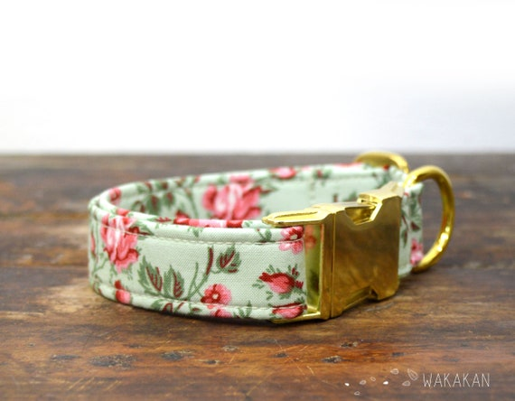 Vintage Rose collar adjustable. Handmade with 100% cotton fabric. Roses, antique floral design. Wakakan