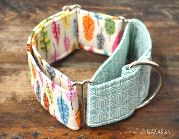 Martingale dog collar model Absaroka. Adjustable and handmade with 100% cotton fabric. Colorful feathers, Native American style. Wakakan