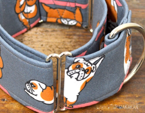 Martingale dog collar model Yoga Time. Adjustable and handmade with 100% cotton fabric. Bulldog stretching. Wakakan