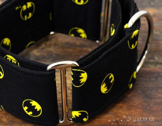 Martingale dog collar model Batman. Adjustable and handmade with 100% cotton fabric. Superheroe. Wakakan