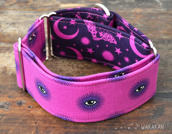 Martingale dog collar model Psychic. Adjustable and handmade with 100% cotton fabric. Eyes in pink, moon, stars and bats Wakakan
