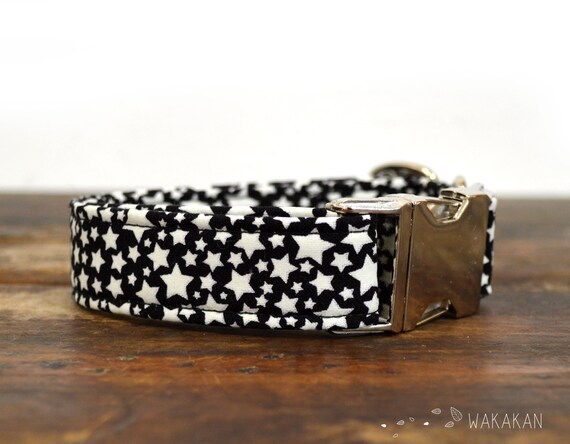 Glowing Stars dog collar adjustable. Handmade with 100% cotton fabric. Glowing in the dark stars. Wakakan