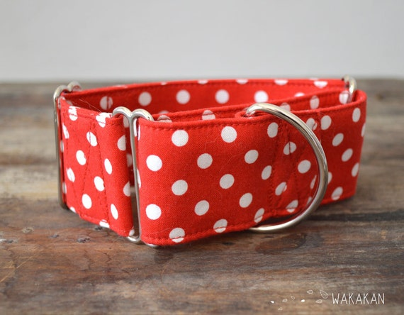 Martingale dog collar model Olé . Adjustable and handmade with 100% cotton fabric. Red polka dots, spain. Wakakan