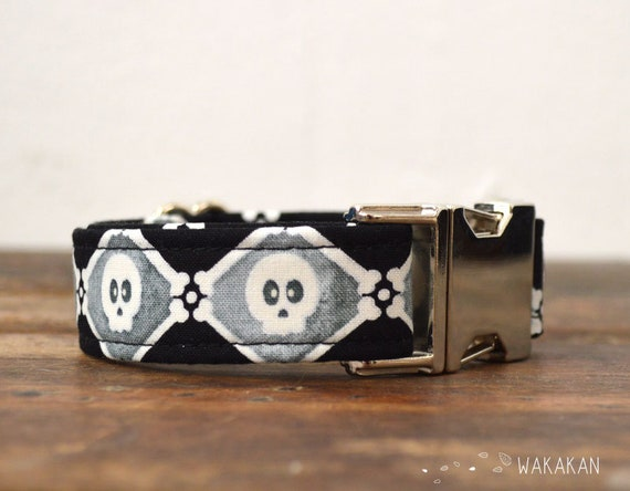 Diamond Skulls dog collar. Adjustable and handmade with 100% cotton fabric. Retro design Wakakan