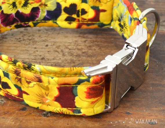 Yellow Pansy dog collar adjustable. Handmade with 100% cotton fabric. Flower pattern. Wakakan