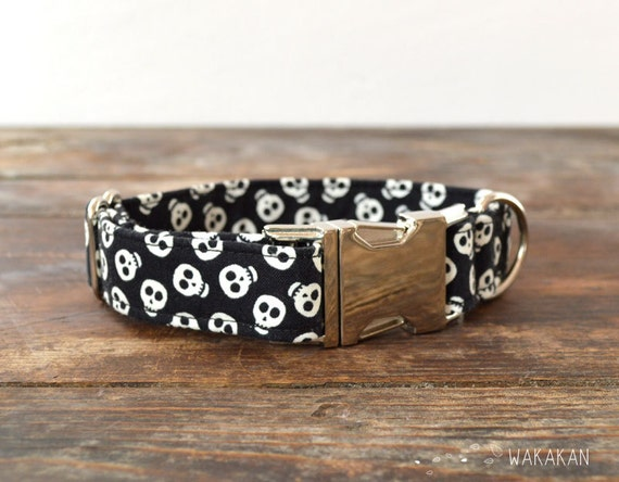 Neon Skull dog collar adjustable. Handmade with 100% cotton fabric.glow in the dark skull pattern. Rock, punk style Wakakan