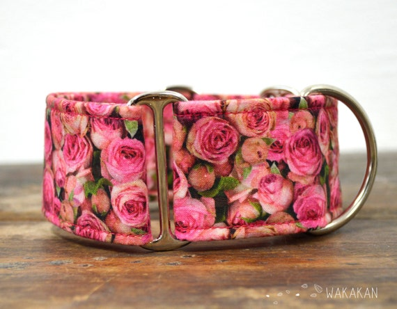 Martingale dog collar model Bed of Roses. Adjustable and handmade with 100% cotton fabric. Flowers pink. Wakakan